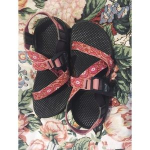 Chaco: Women's size 6 Pink Classic Sandal